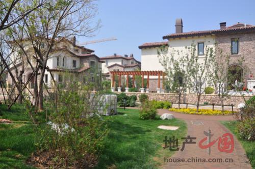天津 编辑看房  中惠团泊湾别墅群以欧式风格为主体,融入地中海元素