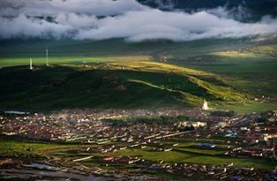 (阿坝)-成都万达文化旅游城打造中国最美黄金旅游走廊高清图片