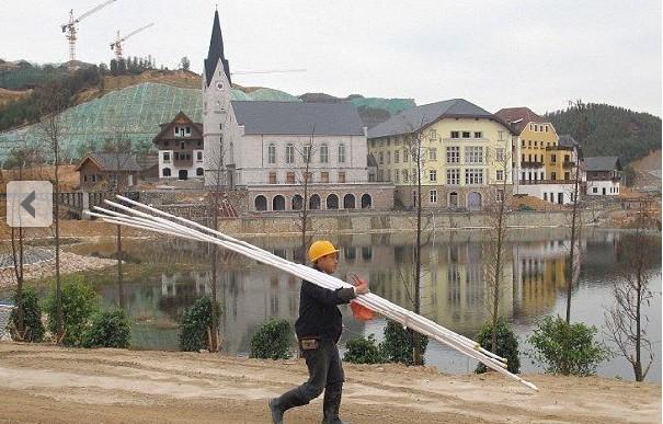 广东惠州,正在建设中的奥地利名村哈尔斯塔特