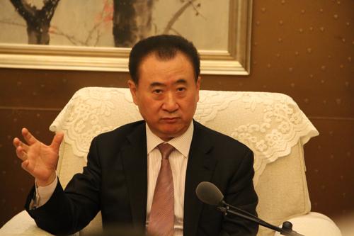 王健林/万达董事长王健林接受媒体的采访...