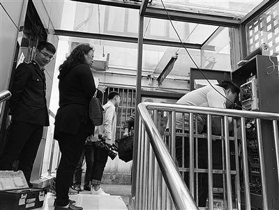 苏州一老小区私装电梯被查封 呼吁尽快出台老旧小区加装电梯规范-中国网地产