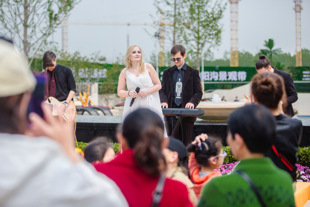 千人相约 共襄盛举!同昇玫瑰庄园法式园林景观示范区震撼开放-中国网地产