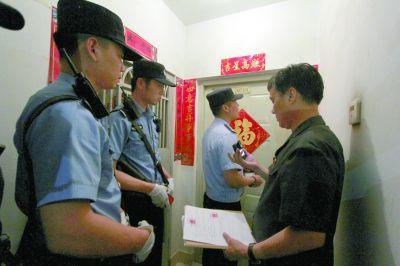 """占房十年不搬 """"老赖""""被拘才后悔-中国网地产"""