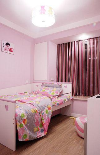 儿童房大行可爱风,粉色调正合适打造公主房,穿插一些稚气的图片,将