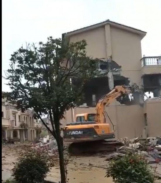 《亚博》陕西秦岭南麓别墅群62栋全部被认定为违建 已开始拆除-市场-首页-中国网地产
