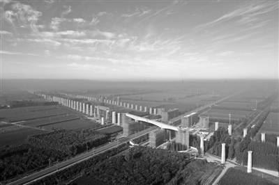 京雄城际铁路跨津保铁路桥梁转体完成-中国网地产