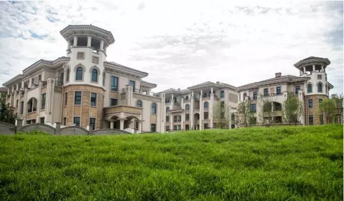 碧波湖畔的精致别墅-天山观澜墅-中国网地产