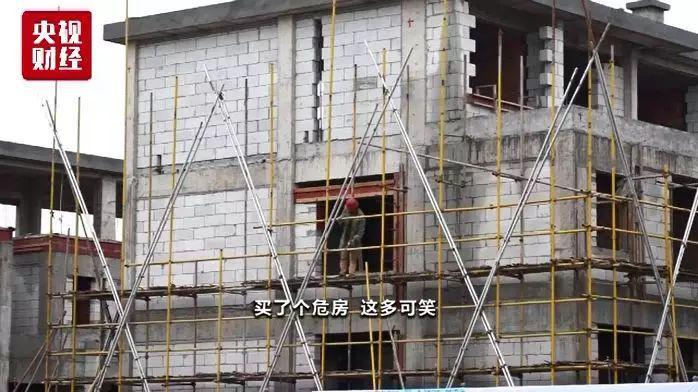 """千万豪宅水泥一抠就掉 """"豆腐渣""""楼盘全面停建-中国网地产"""