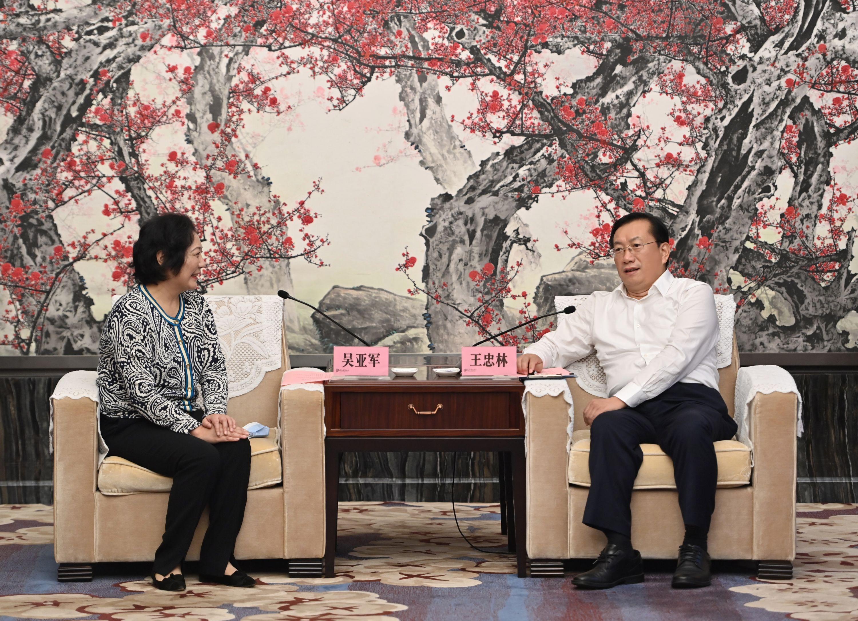 王忠林与龙湖集团董事长吴亚军座谈-中国网地产