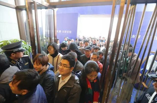半日突破1500人,龙湖・北宸星座营销中心盛大公开!