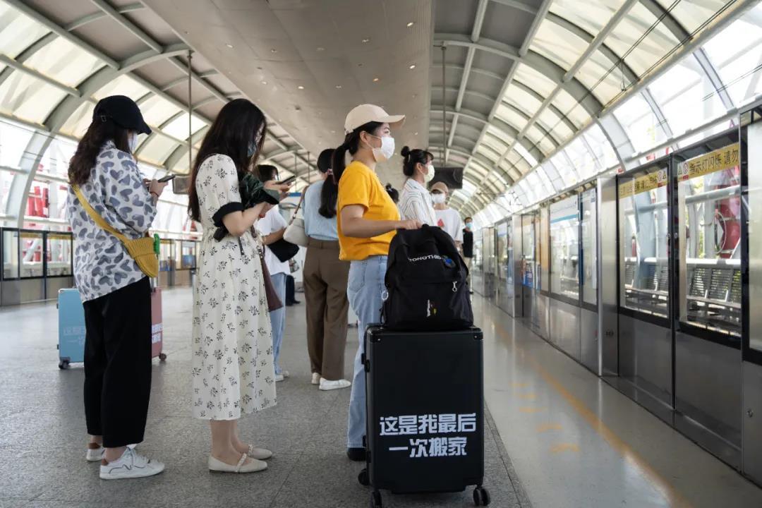 近日南京地铁被围观   年轻人的最后一次搬家 原来他们都是去往金茂悦_中国网地产